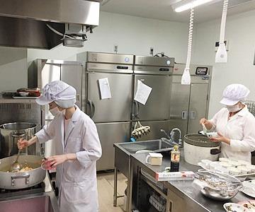 武蔵小杉雲母保育園(管理栄養士/栄養士の求人)の写真1枚目:管理栄養士が園オリジナルの献立でこだわりの食事・おやつを作ります★