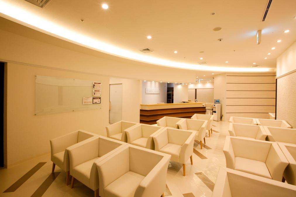 恵比寿ガーデンプレイスクリニック(看護師/准看護師の求人)の写真3枚目:待合室