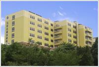 横浜病院(看護師/准看護師の求人)の写真:全病棟療養型の病院です。隣には四季の森公園があり、緑豊かな自然を感じることが出来ます。