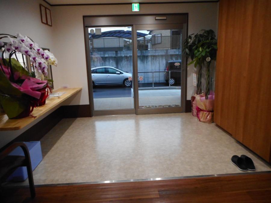 アットホーム七夢郡本【2018年11月01日オープン】の写真4枚目:玄関です。