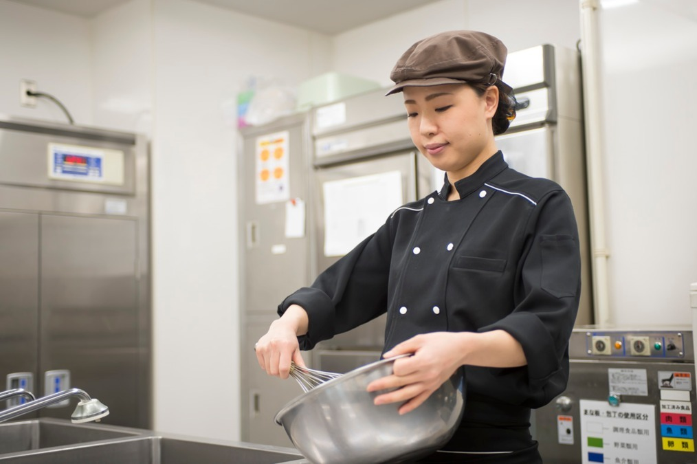ハーベスト株式会社 ケアステーション藤が原内の厨房(調理師/調理スタッフの求人)の写真1枚目:食の職人として地域の方々の健康を支えてくださる調理スタッフさんを募集中!