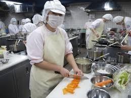 名阪食品株式会社 陽だまりの庄松阪内の厨房の画像