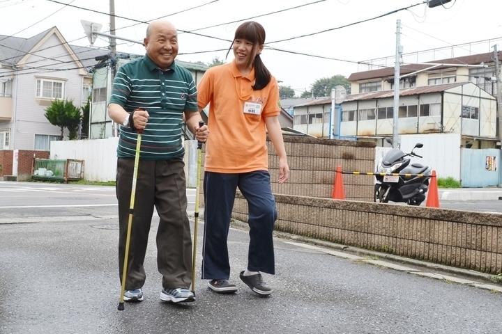 GENKINEXT名古屋守山(あん摩マッサージ指圧師の求人)の写真1枚目:室内外で歩行訓練を行い、自立支援をサポートしています