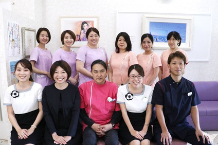 医療法人ひかり会荒瀬歯科医院(歯科衛生士の求人)の写真:スタッフ集合写真