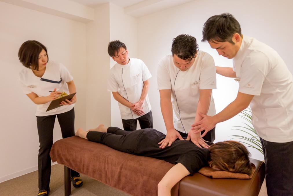 「骨盤・姿勢矯正」MAKANA整体治療サロン 栄院(あん摩マッサージ指圧師の求人)の写真1枚目: