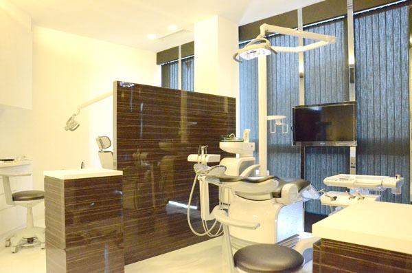 サクラデンタルクリニック(歯科医師の求人)の写真1枚目:プライバシーに配慮してパーテーションを設けています