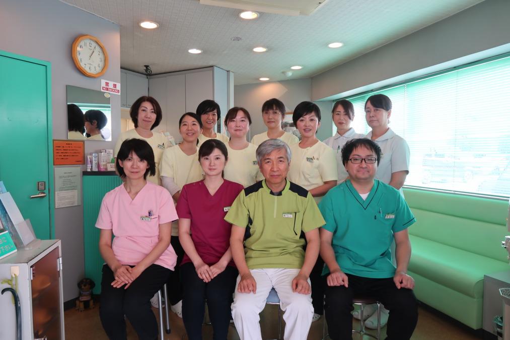 三谷歯科医院(歯科医師の求人)の写真1枚目:全員集合