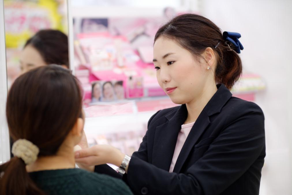 ジャパン氷上店(登録販売者の求人)の写真1枚目:お客様の笑顔のために当社を支えてくださるスタッフを募集しています!