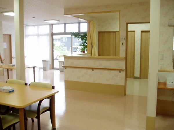 有料老人ホームアリスハート(介護職/ヘルパーの求人)の写真1枚目:入居者さまの健康を見守るため、健康管理室を設けています
