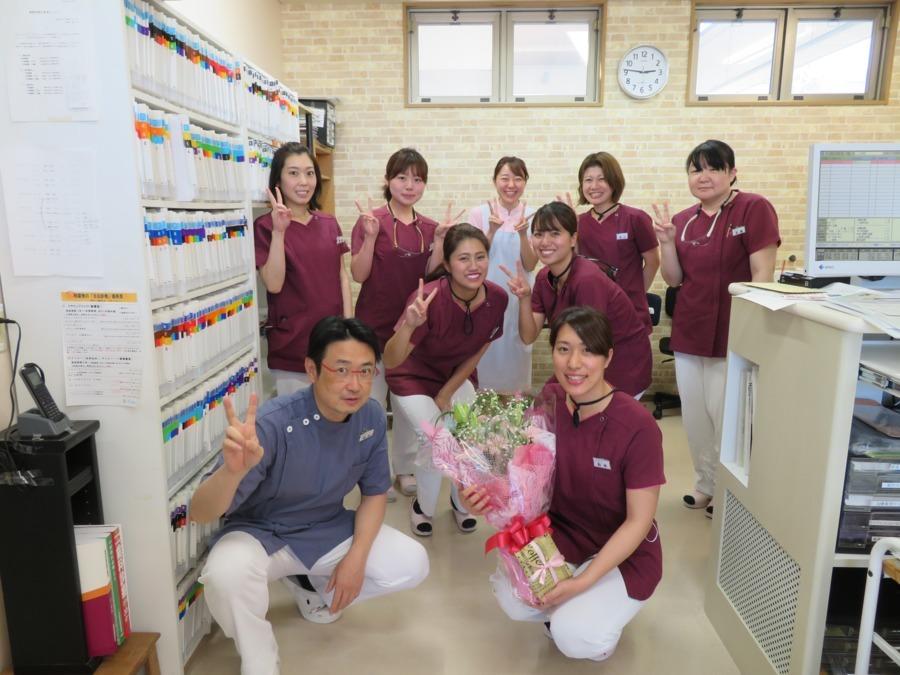 医療法人オカダ歯科クリニック(歯科助手の求人)の写真:嬉しいコト、楽しいコトはみんなでお祝いしています♪
