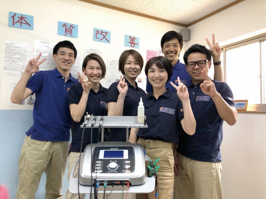 トータル・ボディケア・ステーション(整体師/セラピストの求人)の写真:20代の若いスタッフが活躍中!あなたも治せる治療家を一緒に目指しませんか?