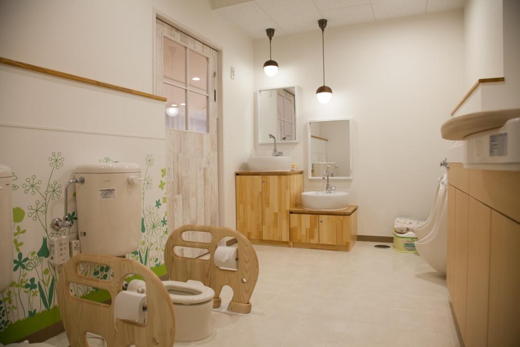 ル・ボワ保育園(保育士の求人)の写真9枚目:こどもトイレ
