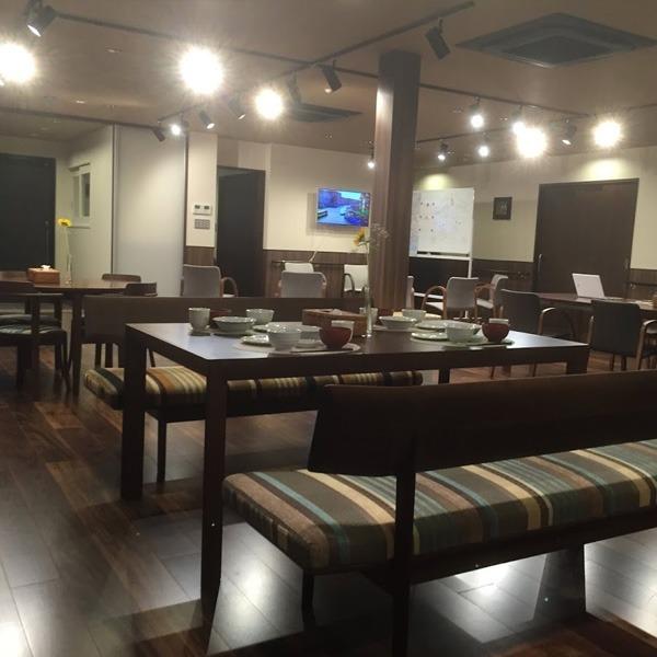デイサービスクローバー本八幡(介護職/ヘルパーの求人)の写真1枚目:リゾートホテルやカフェを意識した、オシャレな施設です