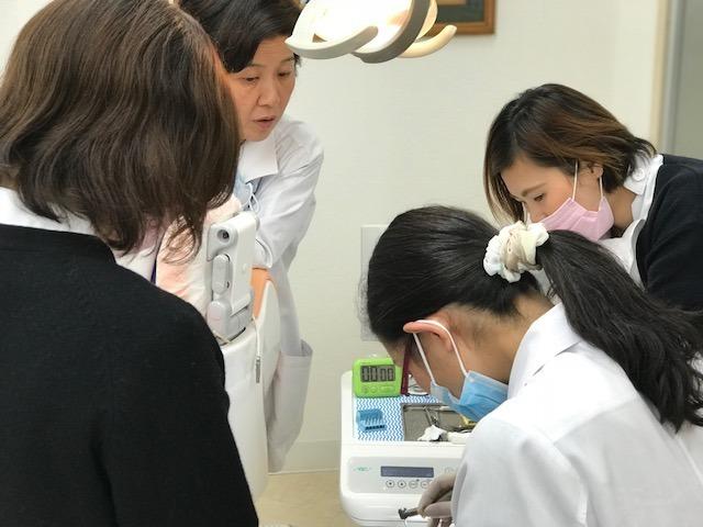 さがみ野歯科医院の写真:新人スタッフへの教育