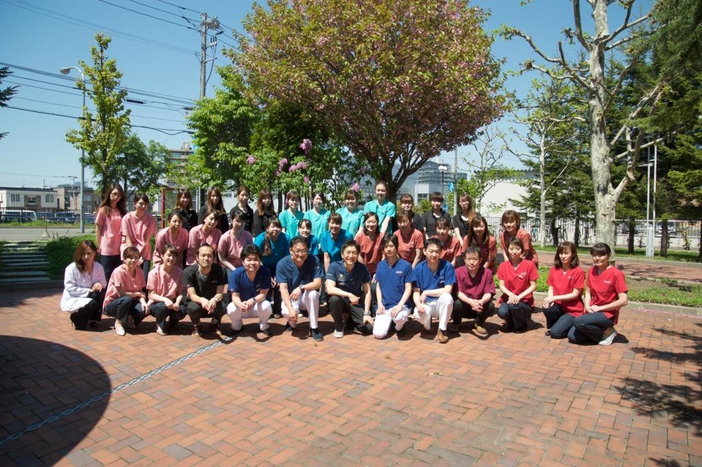 スマイルオフィスデンタルクリニック西野(医療事務/受付の求人)の写真:たくさんの仲間がいるので安心して働けます!