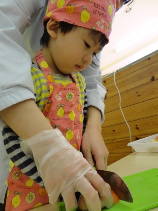 相模原東林間雲母保育園(管理栄養士/栄養士の求人)の写真1枚目:食育(クッキング!)