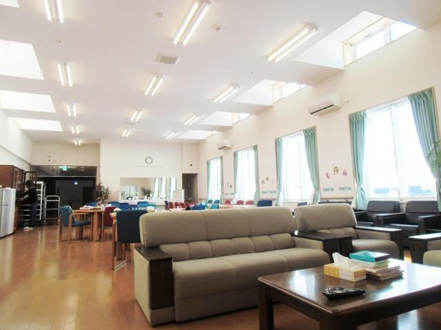 有料老人ホームびえいの郷(介護職/ヘルパーの求人)の写真:広々とした食堂スペースです