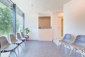 横浜元町ナチュラル歯科 矯正歯科の写真1枚目:痛みの少ない治療を心がけています