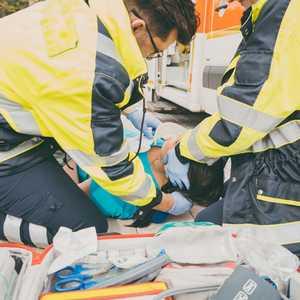 """""""避けられた災害死""""を未然に防ぐ 災害派遣医療チーム「DMAT」の仕事内容・資格・待遇など"""