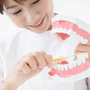 【2021年最新版】歯科衛生士ってどんな仕事? なり方や給料、歯科助手との違いについて