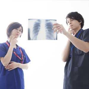 【2021年最新版】診療放射線技師の仕事内容は? 資格の取り方、給与・年収について知ろう!