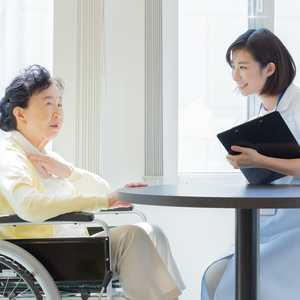 【2021年最新版】精神保健福祉士ってどんな資格? 受験資格や就職先は?