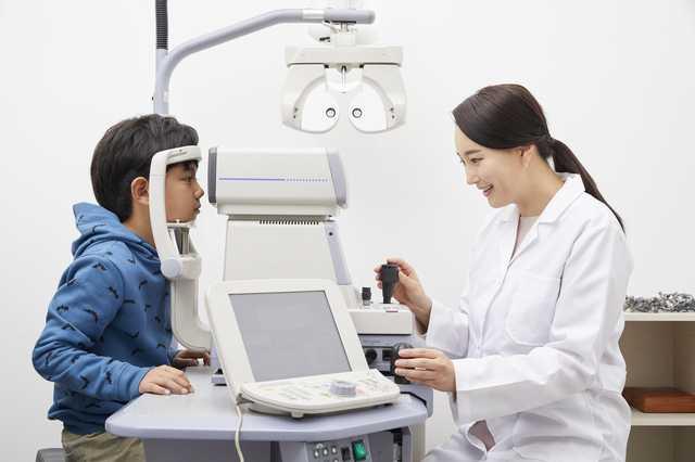 視能訓練士画像