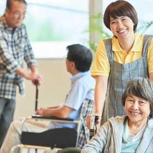 【2021年最新版】介護職を徹底解剖! 給料、資格、施設ごとの働き方、将来性などを調査しました