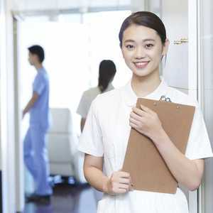 【2021年最新版】看護助手(看護補助者)の仕事内容、なり方、給料などを徹底調査!