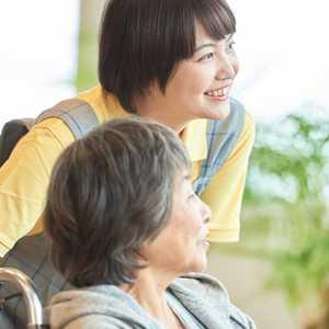 【2021年最新版】介護分野の施設長・管理者とは? 仕事内容、なり方、年収などについて