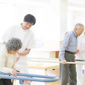 老健(介護老人保健施設)とは? 施設要件、特徴、スタッフの仕事内容・給与などをまとめました