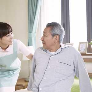 訪問看護の生活ケアでは何をする? 食事や排泄ケア、スキンケア、服薬サポートなど