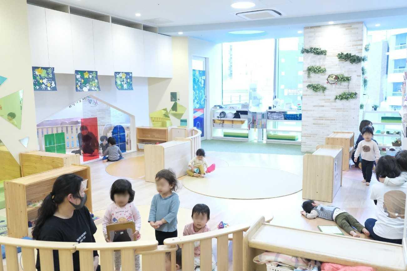 花房山目黒駅前保育園333 1歳児室の様子