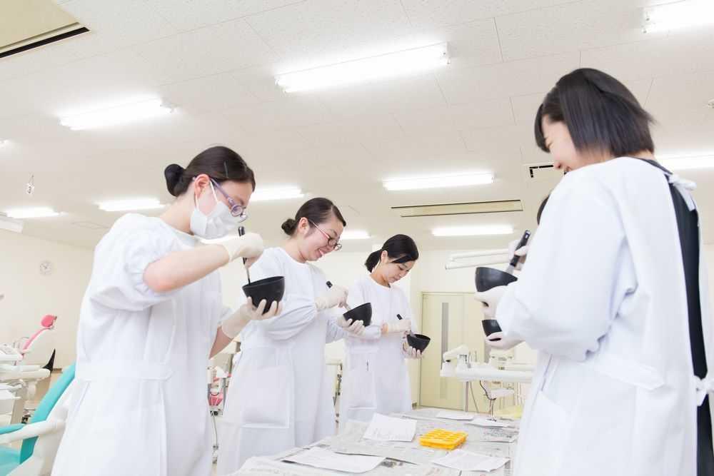 八戸保健医療専門学校の授業風景2