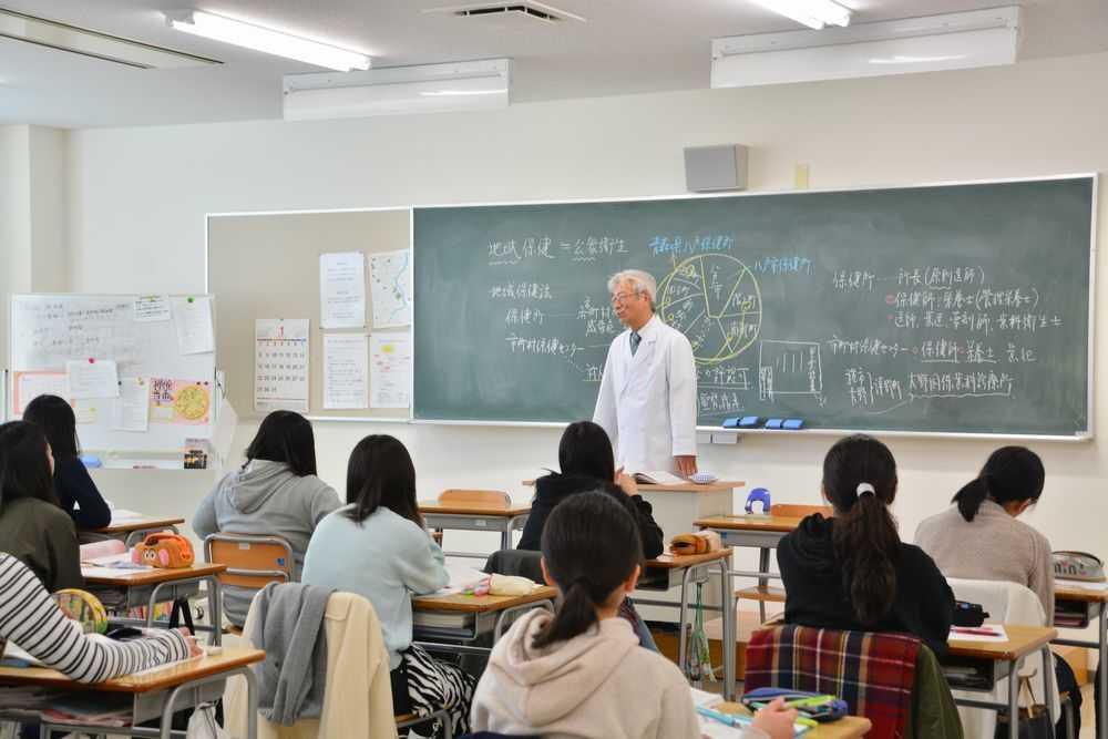 八戸保健医療専門学校の講義の風景