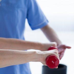 理学療法士や作業療法士の訪問リハビリの時給はなぜ高い?