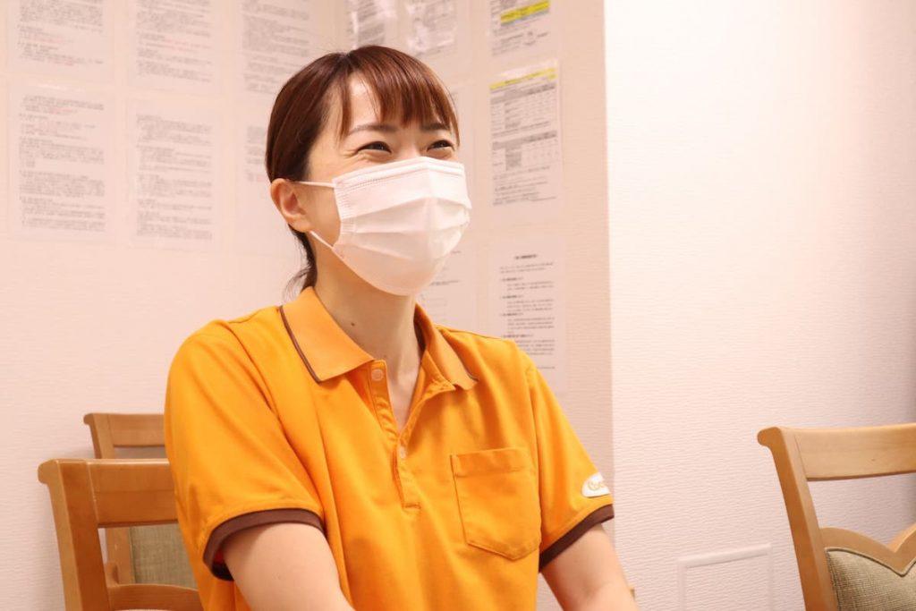 学研ココファン日吉7丁目 生活サポート 近藤さん インタビューの様子
