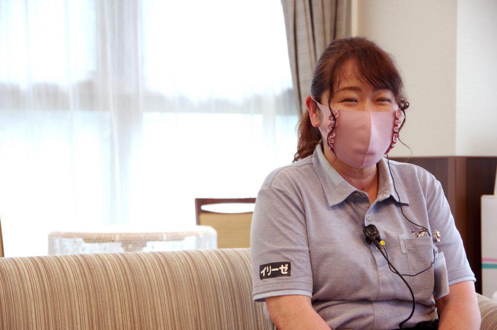 介護職 茂木さん 取材中の様子