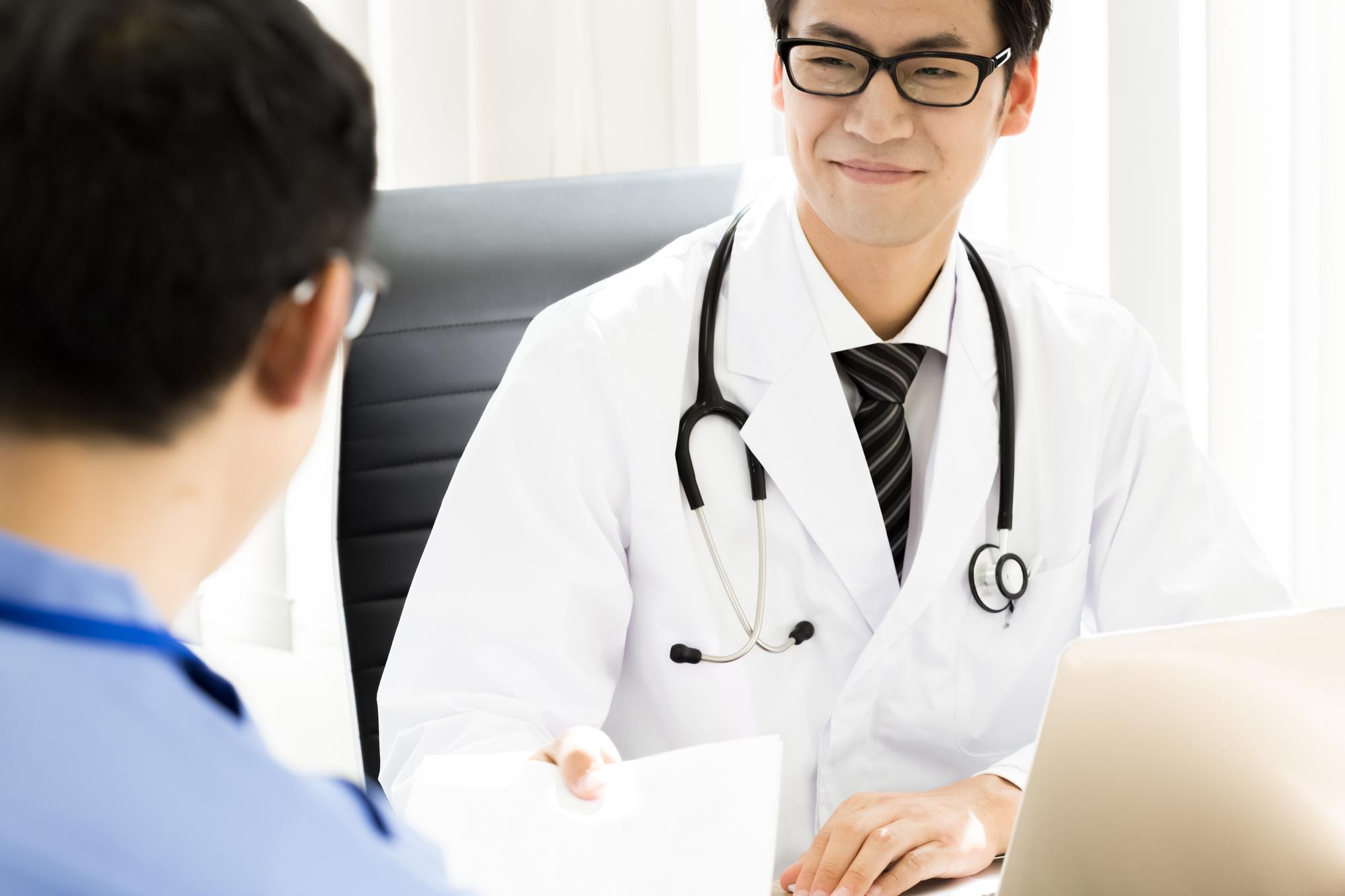 【2021年最新版】医師の診療科ごとの仕事内容、国家試験の合格率、研修制度について
